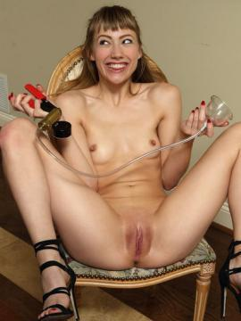 """Ivy Wolfe plays with pussy in """"Shiraz Pizzazz"""""""