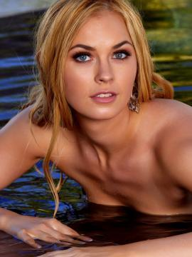Bailey Rayne gets nude and wet
