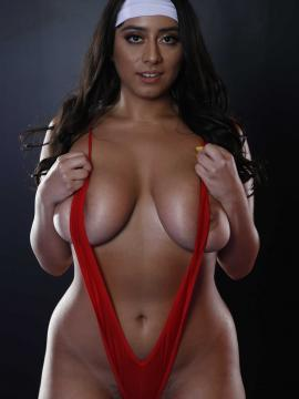 Busty babe Violet Myers offers her melons