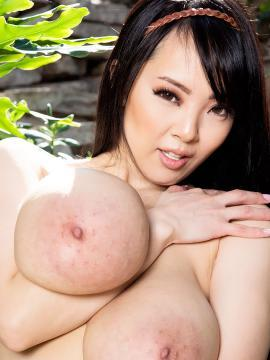asian hitomi-tanaka boobs topless big-tits brunette
