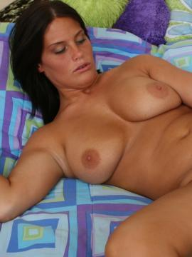 Hot curvy girl Whitney shows off her all natural body