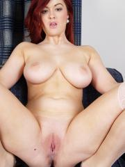 Redhead hottie Rosie Jaye has a big rump and ridiculously awesome tits