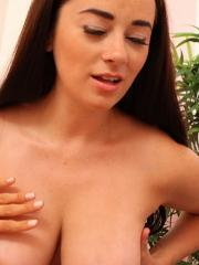 Jayden Cole gets a massage by Taylor Vixen and it quickly turns into something else