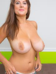 Busty babe Vallory flaunts her huge natural boobs