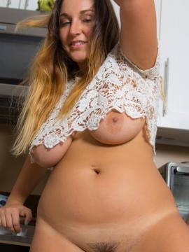 Curvy girl Allie Giovanni gets naked in the kitchen