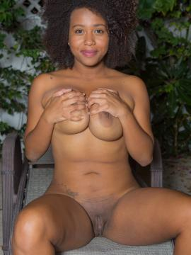 Whitney Williams strips nude in back yard