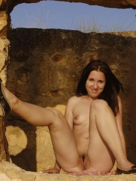 Jasha Poses Nude in Debut