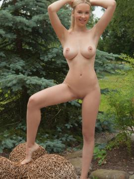 blonde big-tits nude long-legs