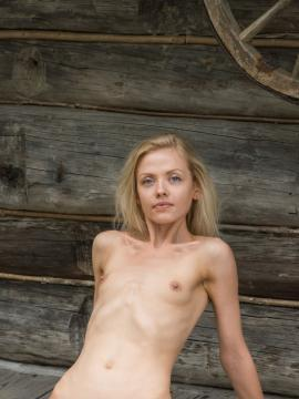 Camelia shows tight nude body outside