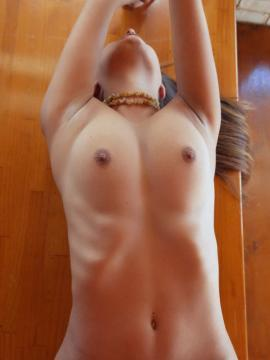 """Yarina A poses nude on the table for you in """"MESA"""""""