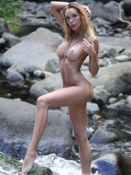 blonde amber-lynn nude long-legs outdoors wet big-tits
