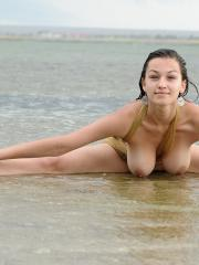Pictures of curvy brunette girl Sofie letting her pussy go free