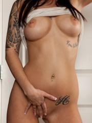 Tattooed babe Hailey Leigh pulls up her white tanktop to reveal her hot torso