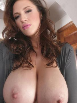 Brunette babe Lana Kendrick shows you her big boobs