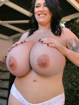 leanne-crow big-tits boobs brunette panties