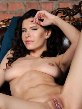 suzanna-a brunette big-tits pussy spreading-legs