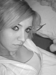 Blonde emo GF poses and gives a blowjob while taking selfies