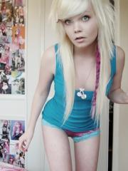 Blonde coed shares some hot home pics