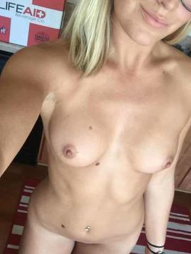 Hot Blonde GF shares nude homemade selfies