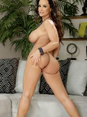 Busty milf Lisa Ann strips down to her high-heels