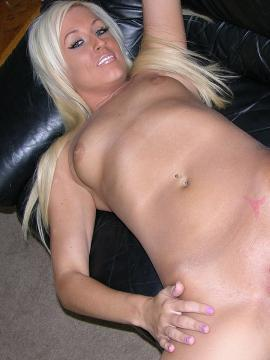 Gorgeous blonde babe Brooklyn posing nude at home