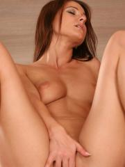 Melisa Mendiny caresses her body and fucks her pussy