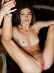"""Watch4Beauty presents Brit in """"Gorgeous Pink"""""""